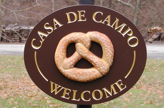 Casa de Campo Welcome Sign