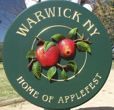 Warwick Town Welcome Sign