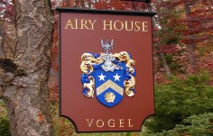 Airy House Family Crest