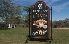 King of Cakes Business Sign