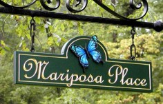 Mariposa Place Street Sign